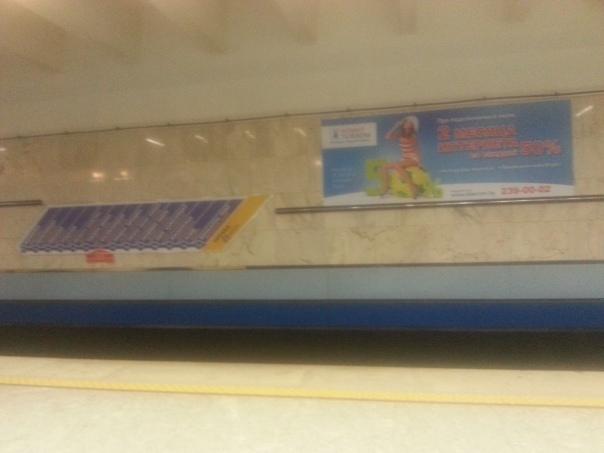 שילוט תחנות בקו בכל רציף לרבות סימון התחנה בה הנוסע נמצא